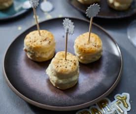 Scones mit Camembert und Trauben