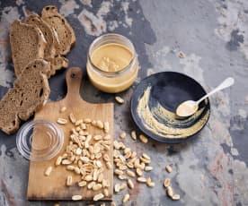 Manteiga de amendoim em dois tamanhos