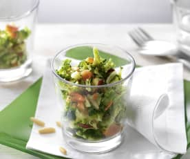 Broccoli, red peppers and pine nuts salad