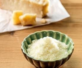Queso parmesano rallado u otro queso duro (50-70 g)