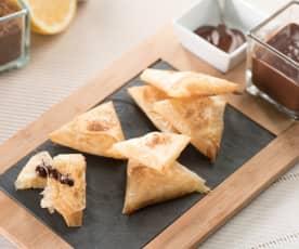 Samosas de pera con salsa de chocolate a la pimienta