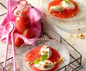 Mascarponecreme mit Amaretti auf Erdbeerspiegel