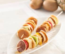 Brochetas de tortitas y frutas