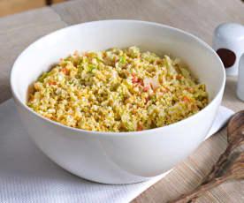 Ensalada coleslaw con huevo y lechuga