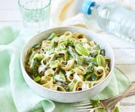 Pasta mit grünem Spargel und Zucchini