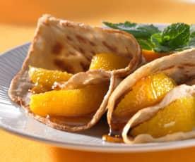 Buchweizen-Crêpes mit Ahornsirup und Orangenfilets
