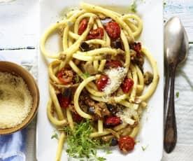 Bucatini mit Auberginen und Steinpilzen
