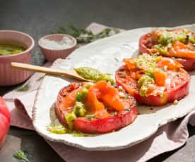 Tomate rosa a la plancha con pesto de eneldo
