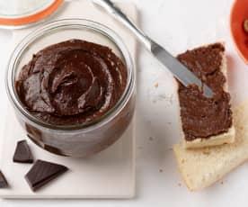 Crema de avellanas, chocolate negro y dátiles