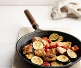 Poêlée de poulet, paprika et légumes de saison