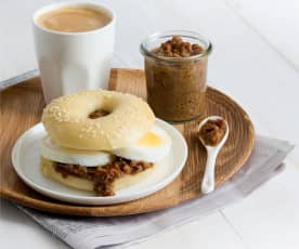 Bagels with bacon jam and egg