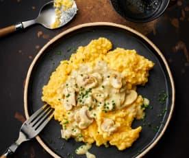 Polenta con salsa alla panna e champignons
