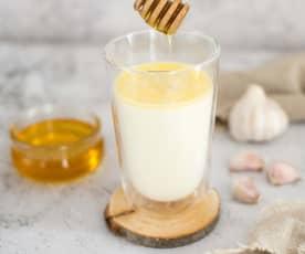 Mleko z miodem i czosnkiem