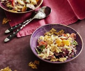 Nudelsalat mit Radicchio und Parmesan-Knusper