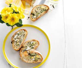 Mit Eiern und Fisolen gefülltes Brot
