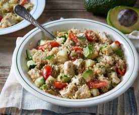 Insalata con quinoa, pollo e avocado