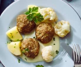 Frikadellen mit Blumenkohl, Kartoffeln und Senfsauce