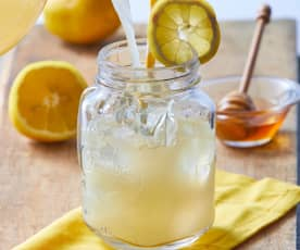 Limonada con jengibre y miel
