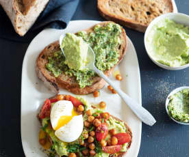 Menu veggie -  Avocado toasts aux pois chiches et tomates cerise
