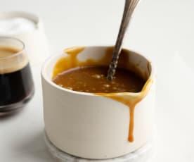 Molho de caramelo e café expresso