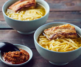 Pancetta di maiale a Cottura Lenta con noodles e salsa al miso