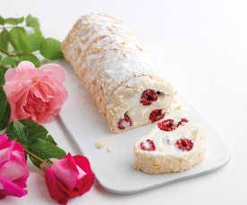 Torta merengada com chantilly e framboesa