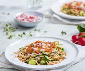 Spaghetti z cukinią z sosem pomidorowym i gorgonzolą