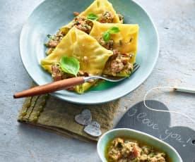 Wan-Tan-Ravioli mit Ziegenkäse und Sauce Pistou