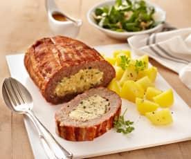 Hackfleischrolle mit Kartoffeln und Rotweinsauce