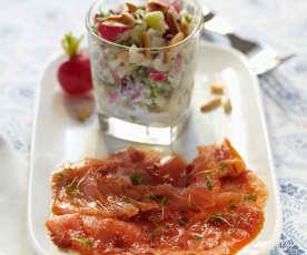 Radieschen-Gurken-Salat mit Räucherlachs
