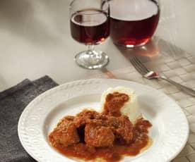 Carrilladas de cerdo con tomate y guarnición de arroz blanco