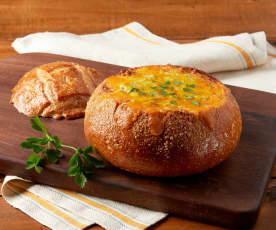 Zuppa di broccoli e formaggio cheddar in pangotta