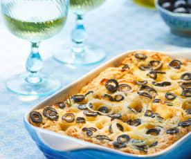 Focaccia con cebolla, aceitunas y romero