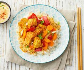 Pollo speziato con salsa yogurt e verdure