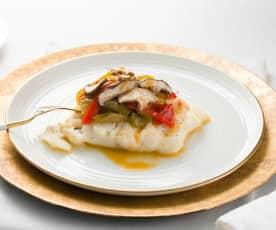 Bacalao con fritada de pimientos y boletus