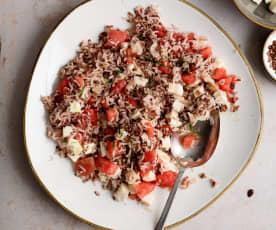 Salada de arroz com melancia e mozarela