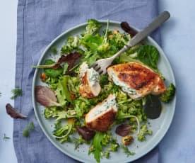 Blanc de poulet farci sur salade de brocolis