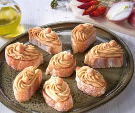 Crostini con crema piccante ai ceci