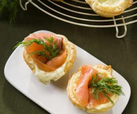 Tartaletas de cebolla con salmón