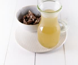 Rinderkraftsuppe (aus Suppenfleisch)