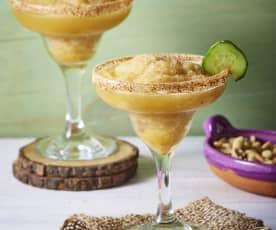 Margarita de pepino y chile piquín