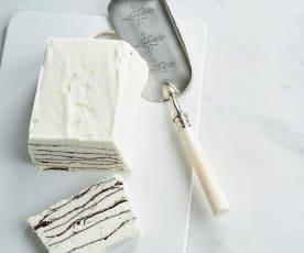 Gelado de natas e chocolate em camadas
