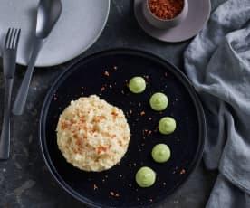 Risotto al azafrán con mousse de calabacín y crujiente de beicon