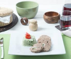 Pastel de carne relleno y arroz a la espinaca