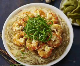 Fideos chinos con langostinos y salsa de ajo