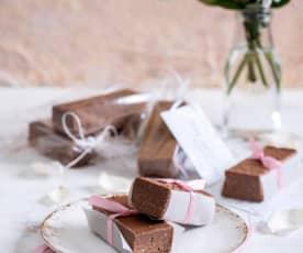 Batoniki migdałowo-kawowe z czekoladą