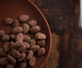 Amêndoas de chocolate de leite e café