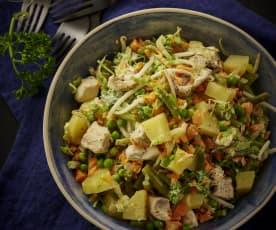 Ensalada de patata y verduras con pollo