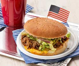 Hamburguesa de carne deshilachada estilo BBQ (BBQ pulled pork buns)