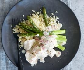 Poulet mit Spargeln und Reis an Weisswein-Specksauce